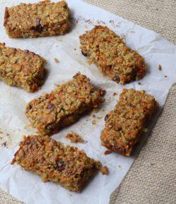 Carrot Cake Muesli Bars (gluten free. dairy free. vegan. nut free)